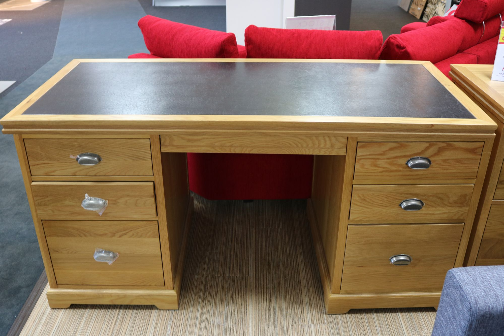 prague oak office double pedestal desk meubles. Black Bedroom Furniture Sets. Home Design Ideas