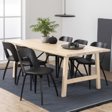 Norso 6-8 Person Oak Extending Dining Table + 4 Hank Chairs Black